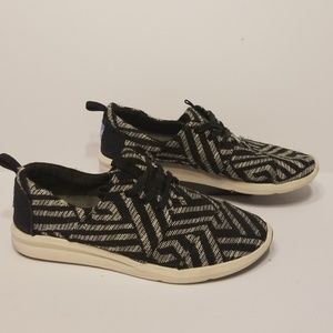 Toms walking shoes women's shoes size 7